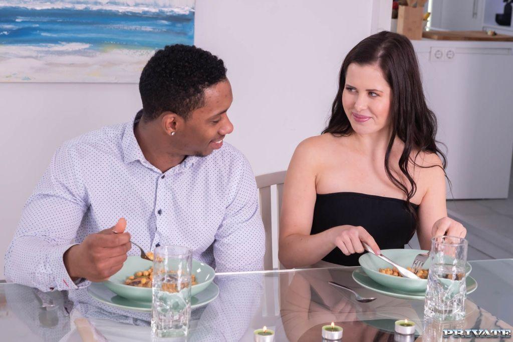 Horny Babe Seduces the Chef