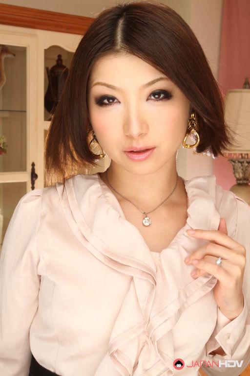 Stunning Japanese porn lady Tsubaki