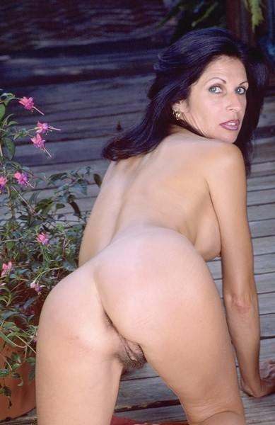 Images - Mature brunette nude