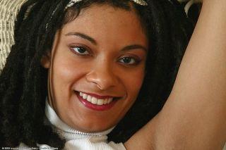 Ebony looker spreads her dark silky legs wide for