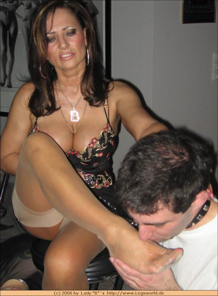 Cock ejaculates pussy fertile violent penetration