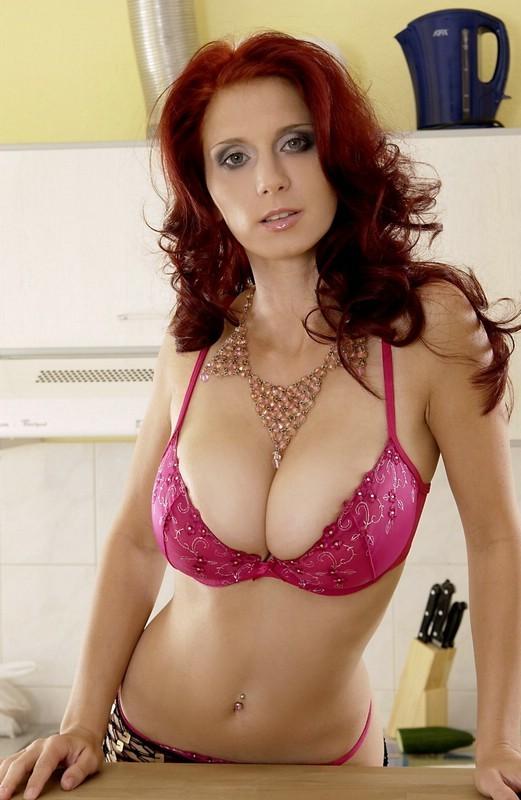 kaya scodelario boobs