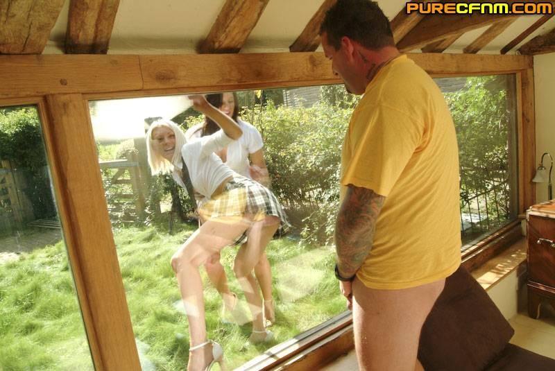 Girls Watch Masturbating Guy Through The Window Pichunter