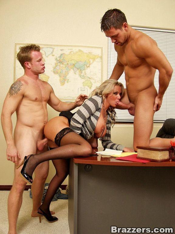 груповуха з сексуальными секретаршами фото этом должен знать