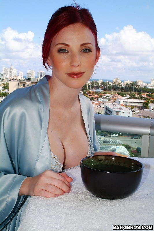 Big Tit Redhead Fucked The Ass