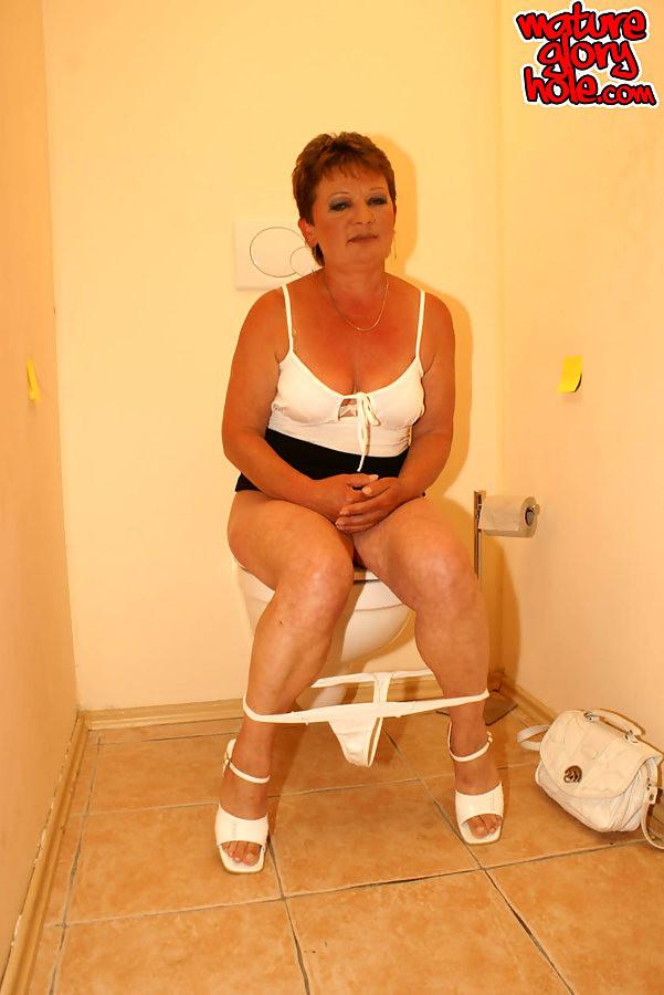 mature grannies givng blow jobs