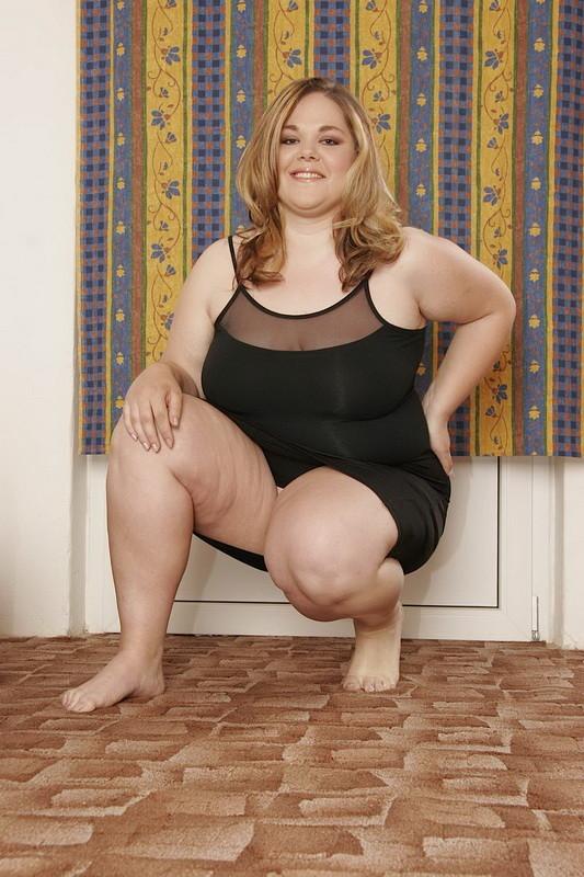 Blonde Chubby Girl Masturbates