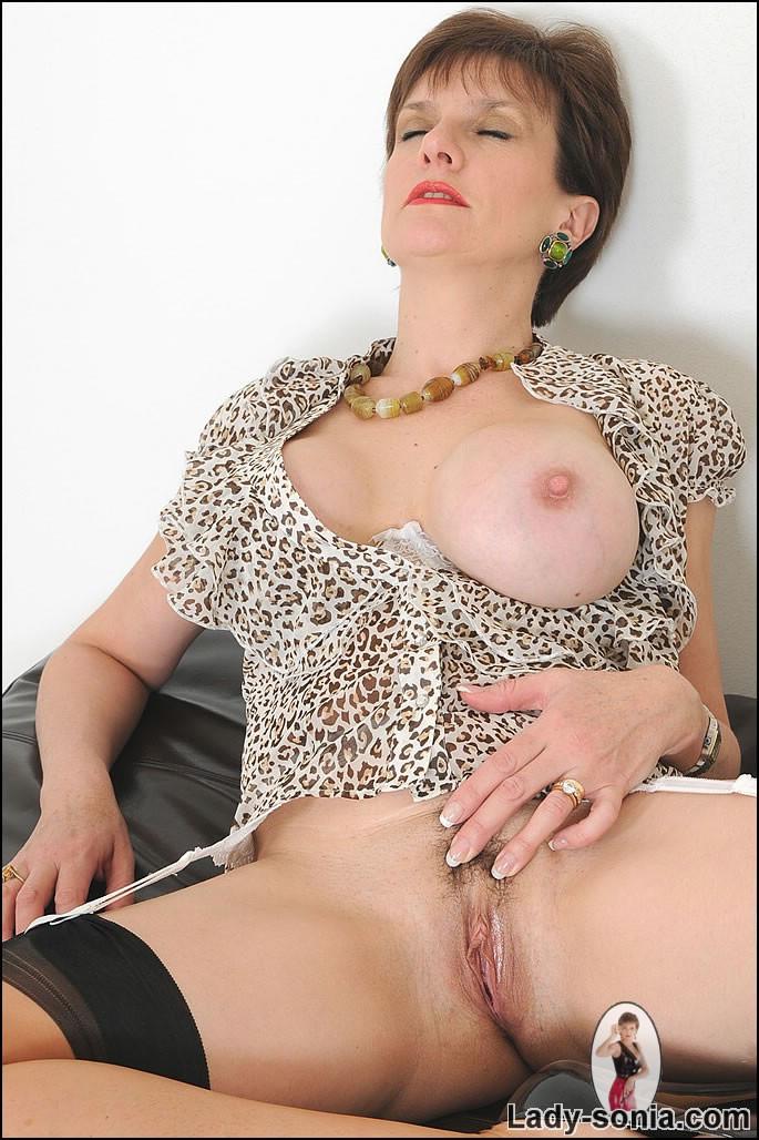 Hairy Pussy British Mature Babe Sonia In Stockings Masturbating