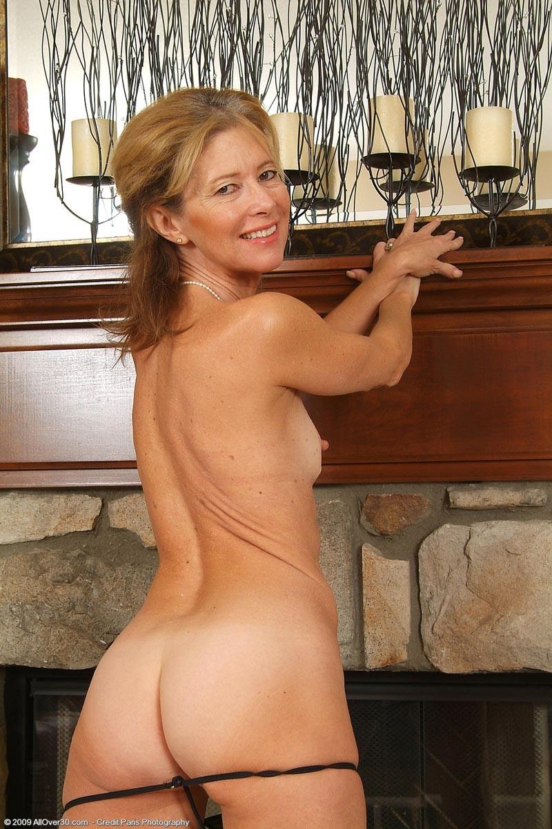 sexy nude classy milf