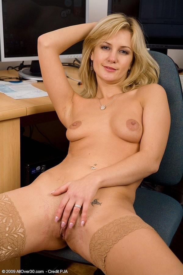 Nude blonde women oral