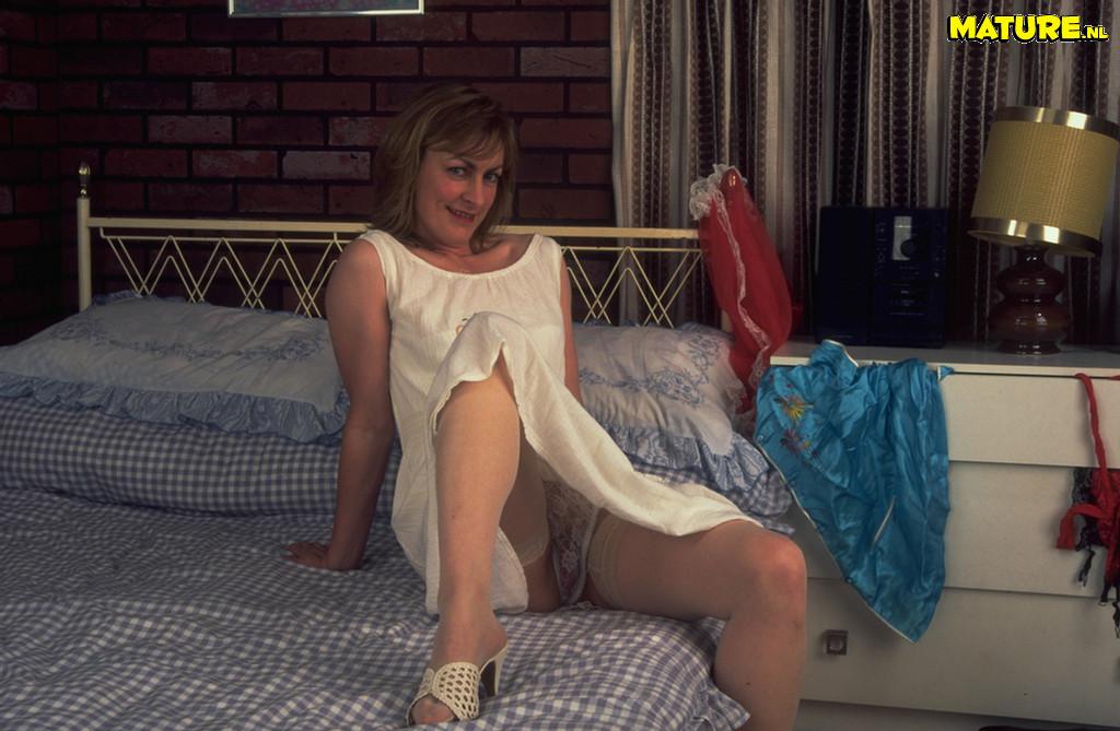 Horny Mature Slut Masturbating On Her Bed Pichunter