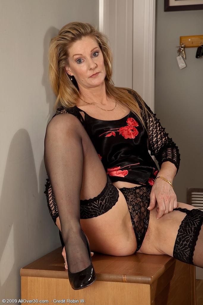 amateur brunette mature pantyhose allover30
