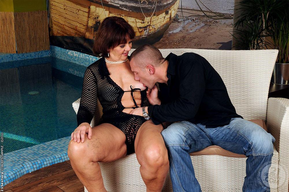 Erotic stories hot wife sharing creampie