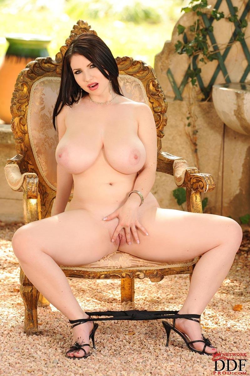 Karina Hart Hot
