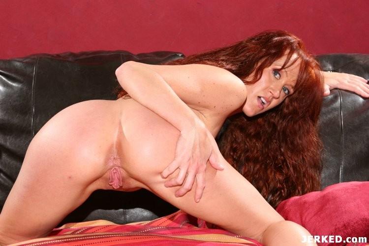 Curvy Red Head Masturbating