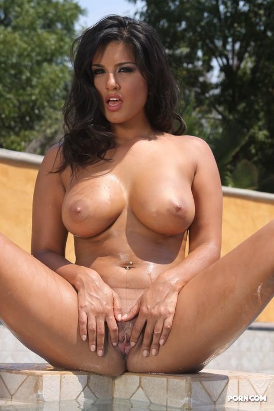 girls exposing their tits