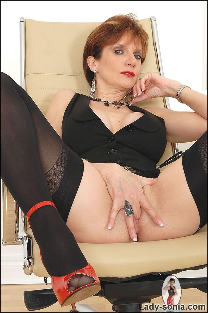 Pornstar lady sonia fingering pussy arab
