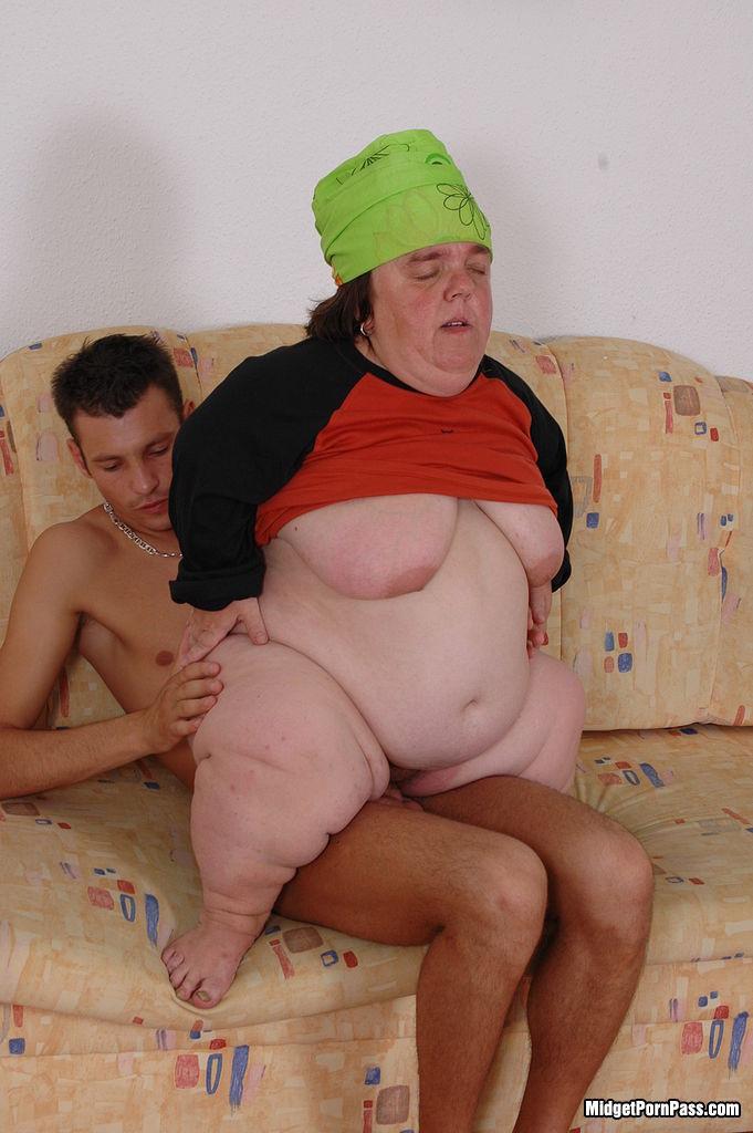 Naked fat midget, kim kardashian hot ass