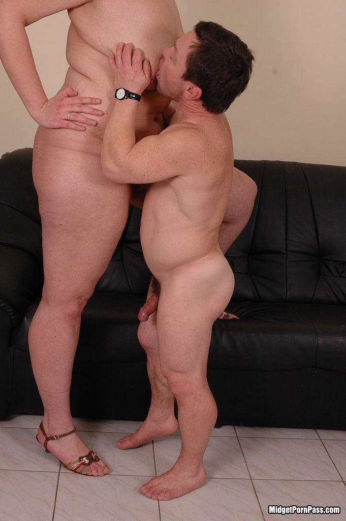 midget fucking tall girls sex porn pics
