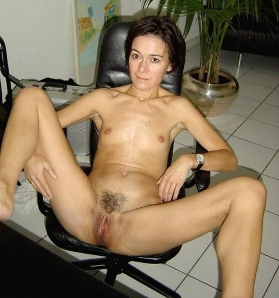 amateur women get naked