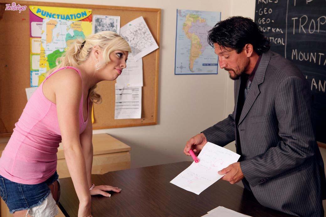 Blonde drama teacher fucks student Busty Blonde Student Fucking Her Teacher In The Classroom Pichunter