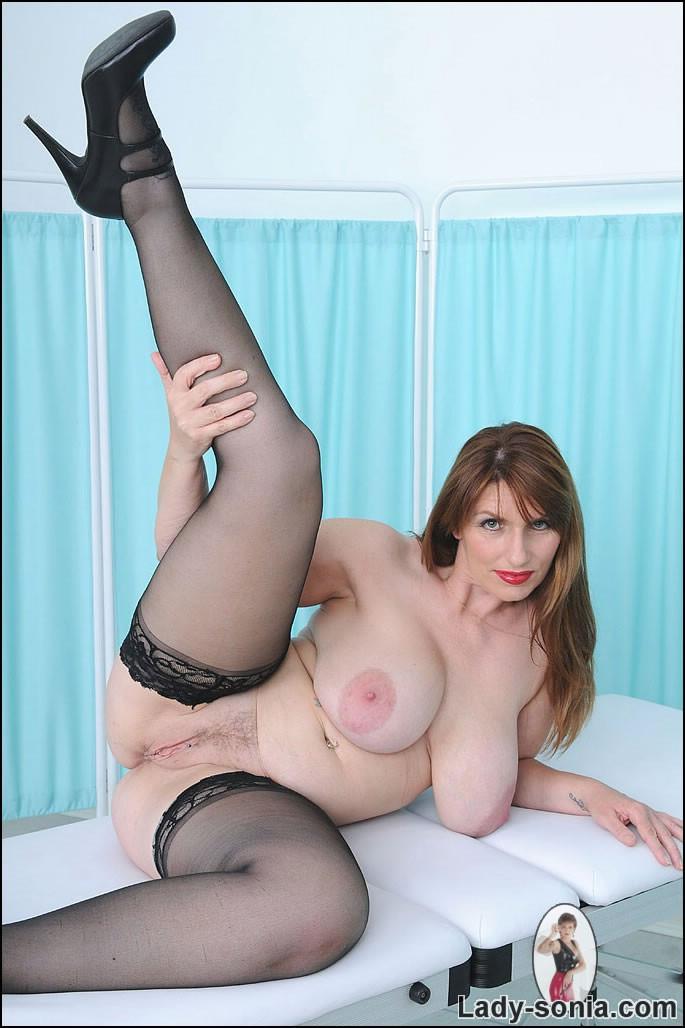 Hot milf seducing young lesbain
