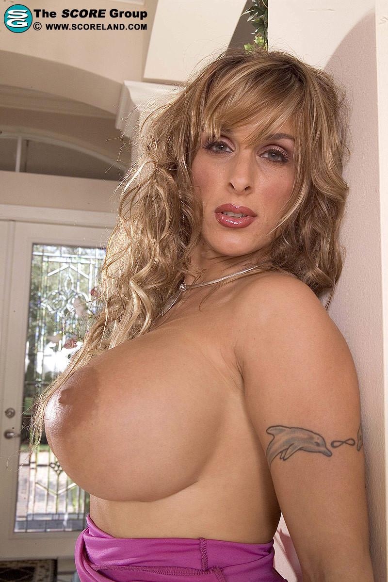 Sexy bar girl nude