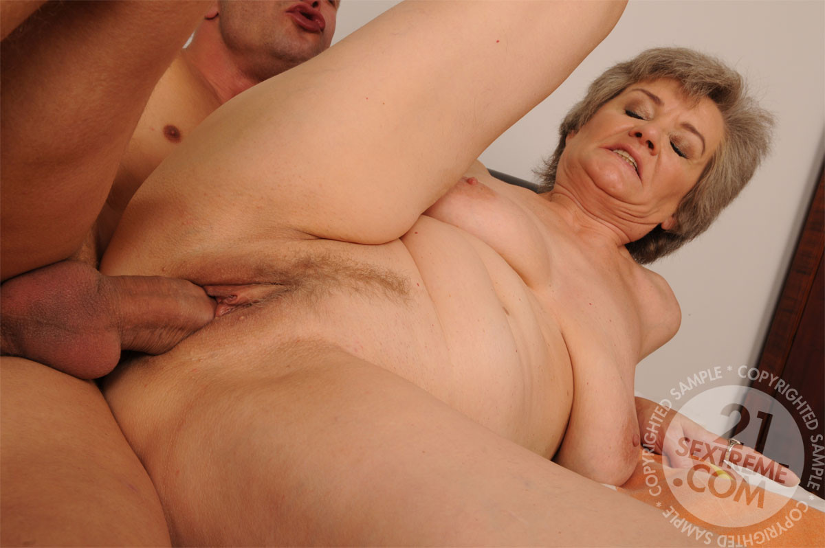 сексуальные фильмы бабушки