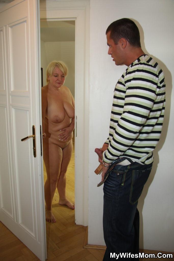nude blond bearded bodybuilders