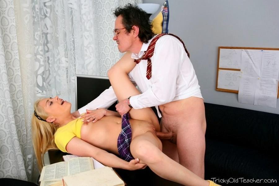 Young lady nude public amateur