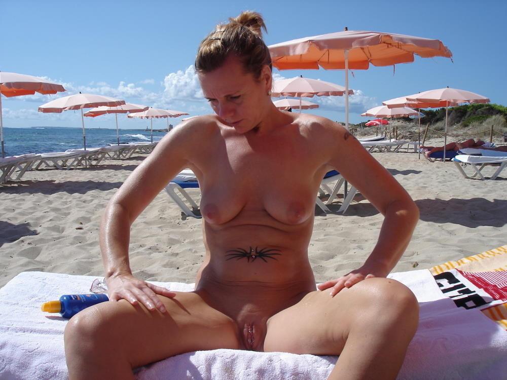 amateur nude on public beach