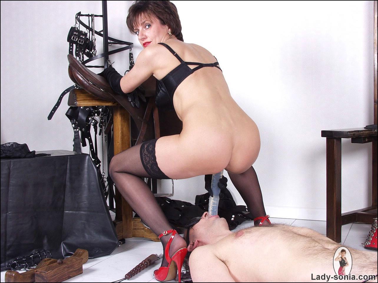 mature english dominatrix
