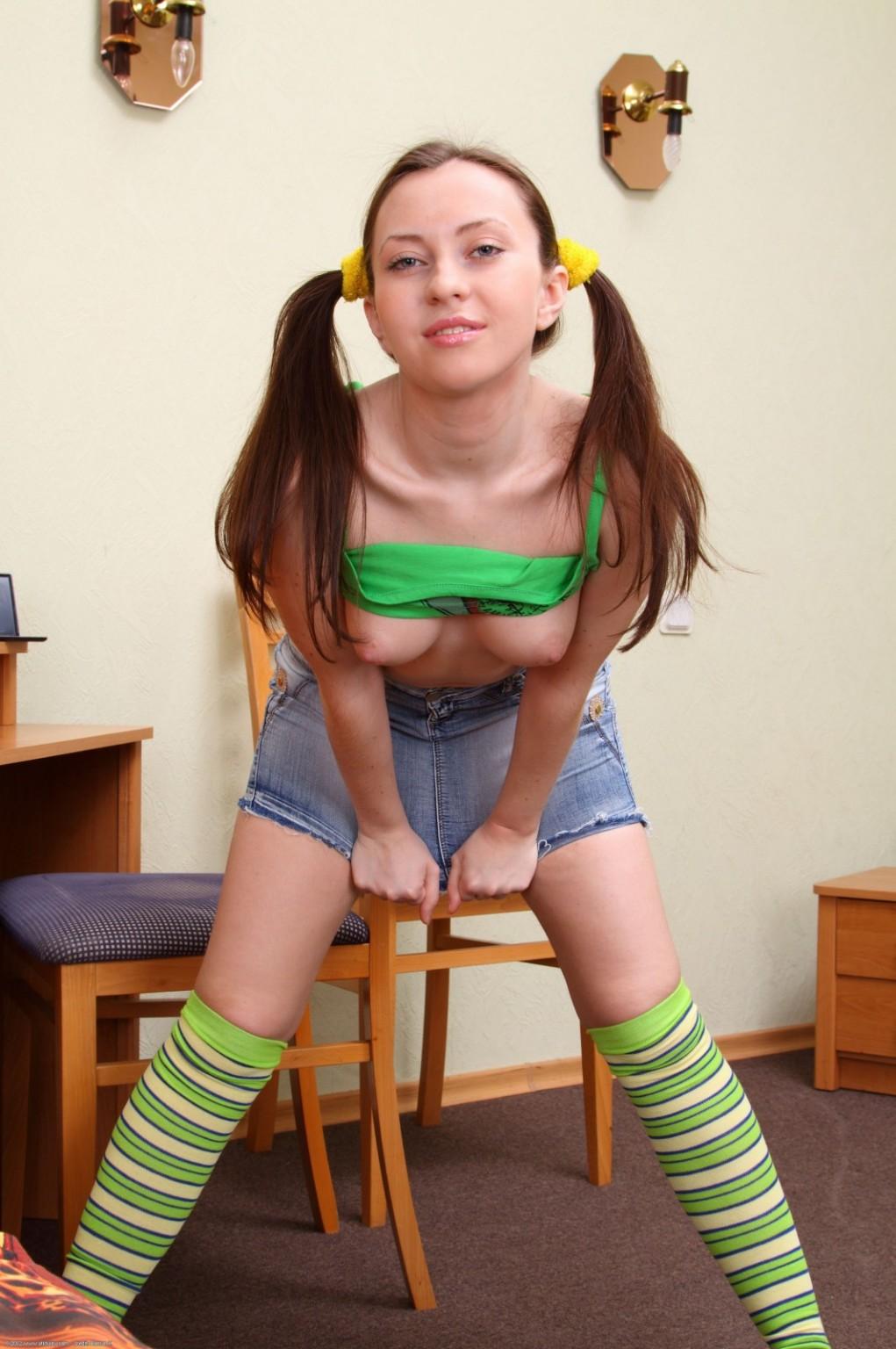 Teen Taking Off Panties