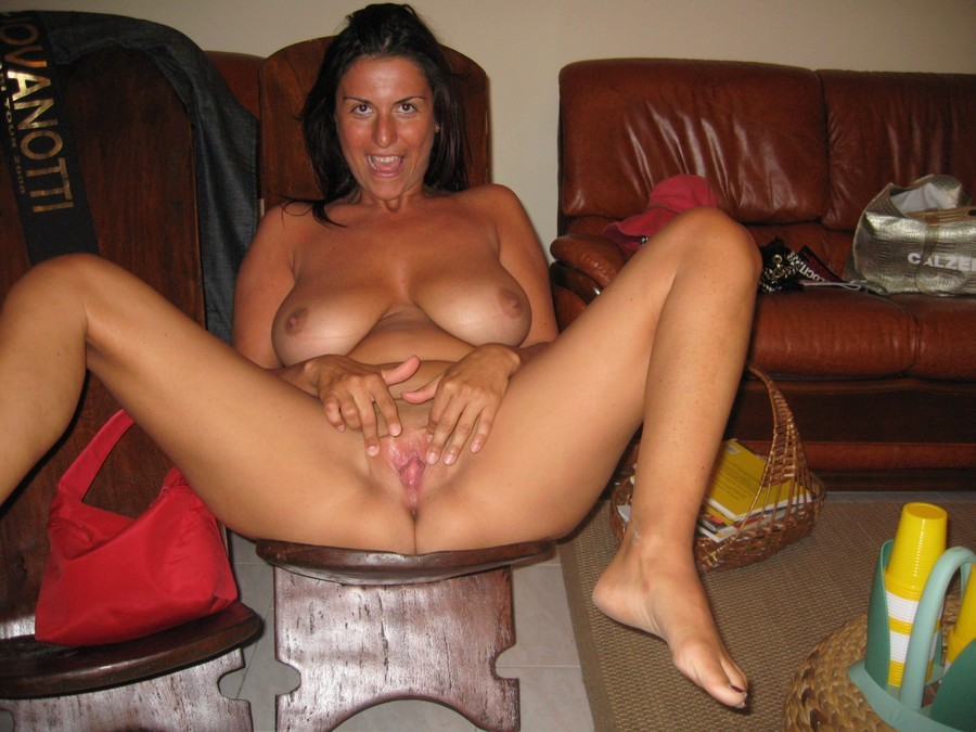 busty mature amateur mom pussy