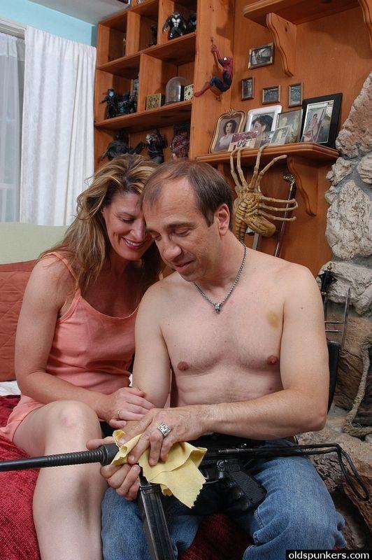 Amateur wife anal threesome gape