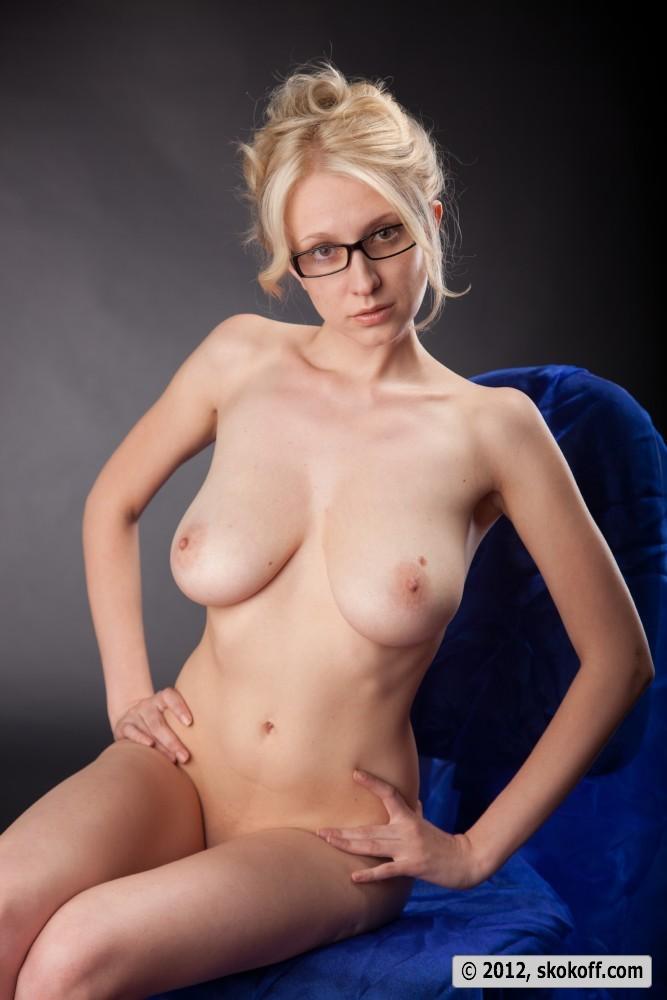 Teen girl nude masterbating with banna