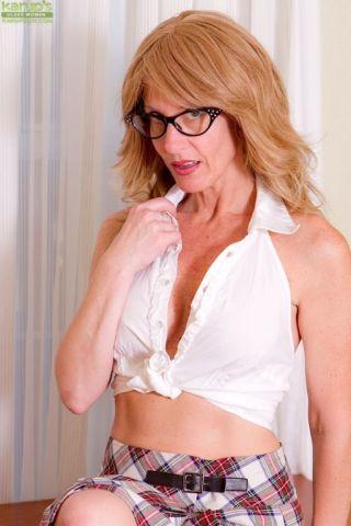 Lana Wilder    Karup's Older Women    Blonde    Cougar    Glasses    High Heels    Housewives    MILF    Mature    Pussy thumbnail