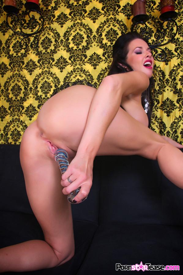 veronica avluv squirting vulva
