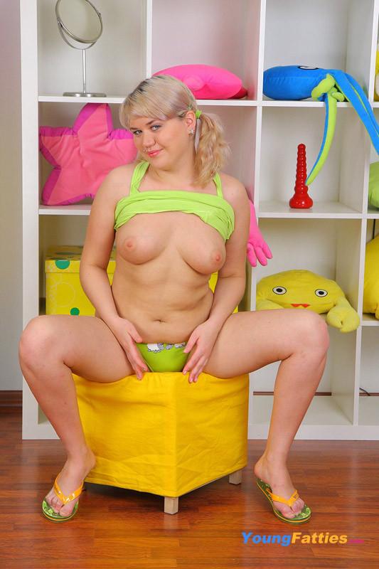 Blonde Teen Solo Dildo Squirt