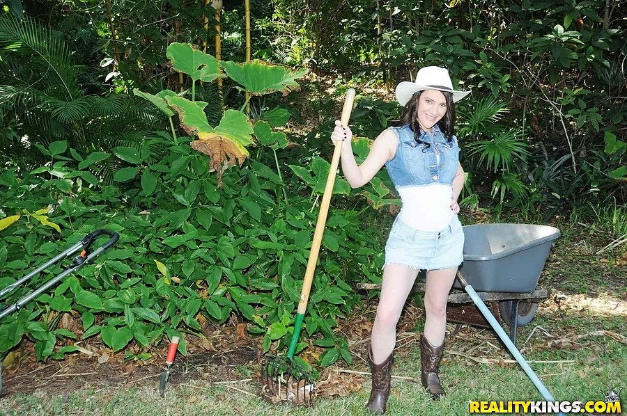 Milf Gardening