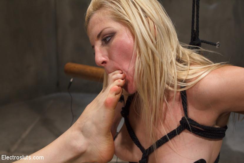 Raquel Roper Lesbian Feet