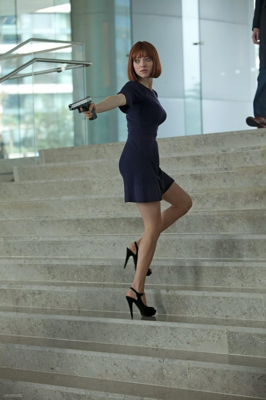 Amanda Seyfried Nude In Time amanda seyfried leggy wearing mini dresses in the 'in time