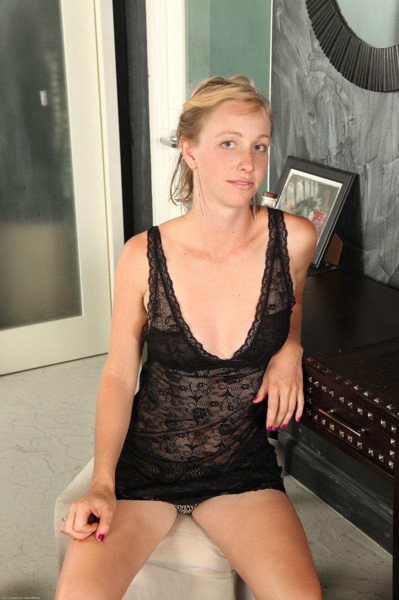 blonde nude lingerie amateur