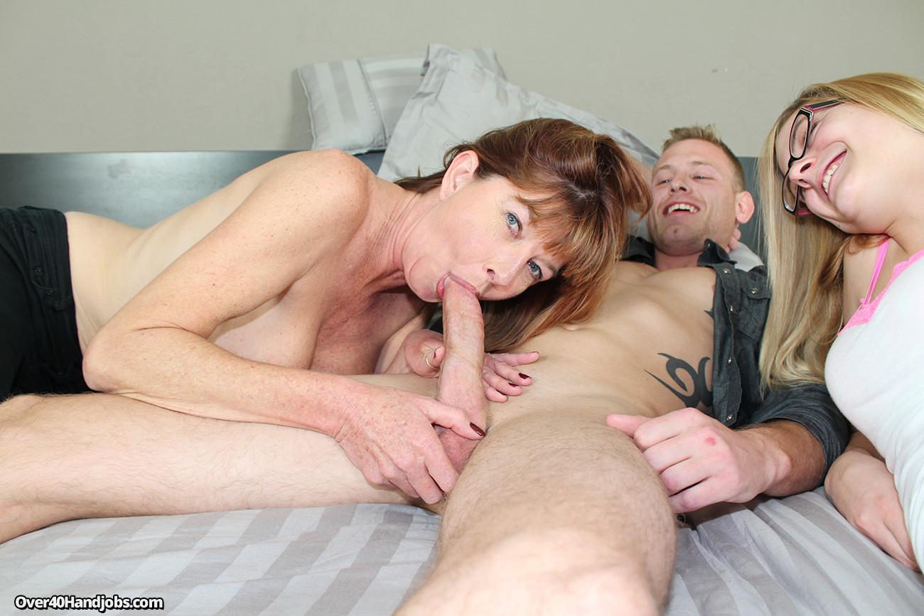 Мама стала при муже сосать сыну порно