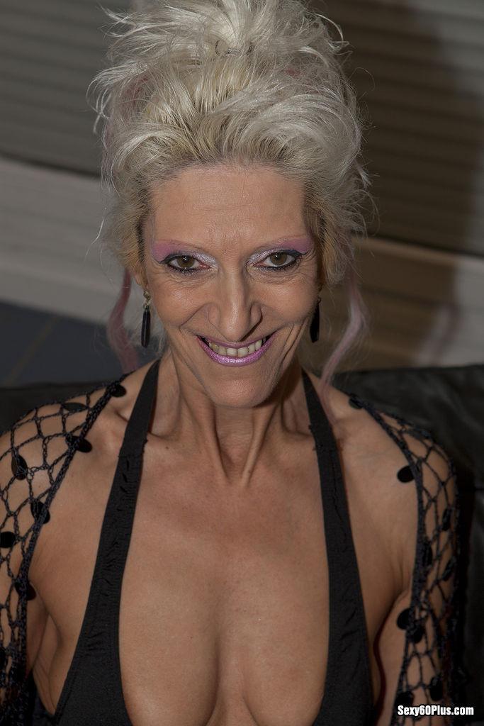 Ariella Ferrera Cum Swallow