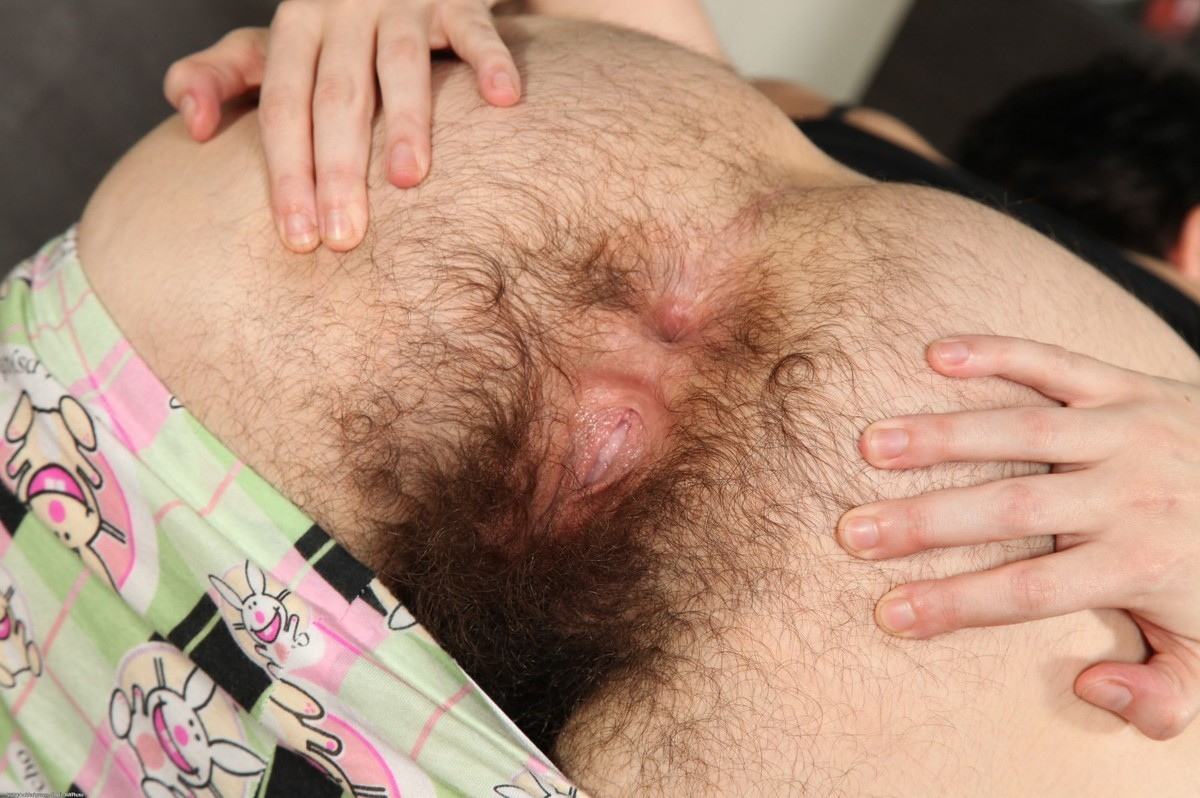 Hairy Lesbian Anal Rimming