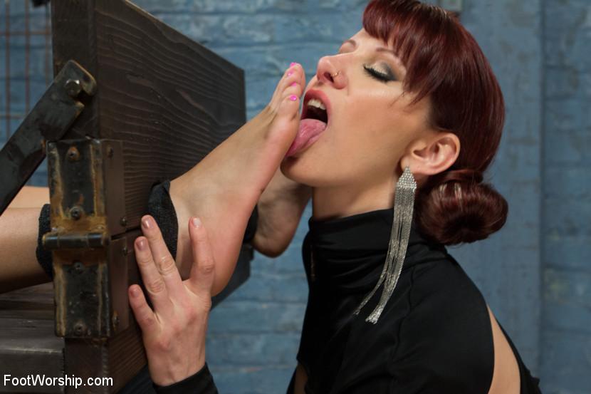Naked Lesbian Feet Worship