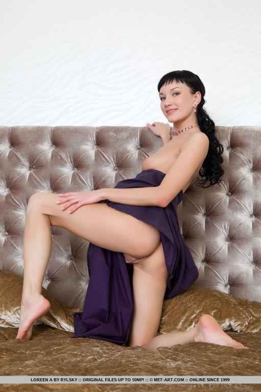 Kristin kreuk tits