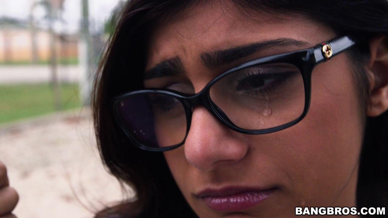 Mia khalifa bbc threesome porn Porn Sensation Mia Khalifa Takes On Two Black Cocks Pichunter