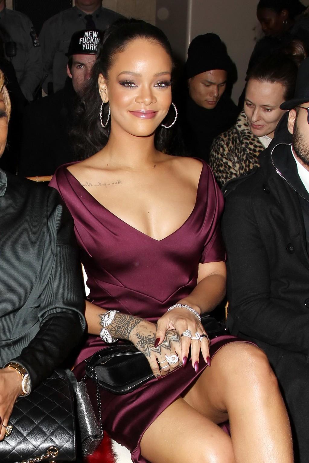 Upskirt rihanna Rihanna flashes
